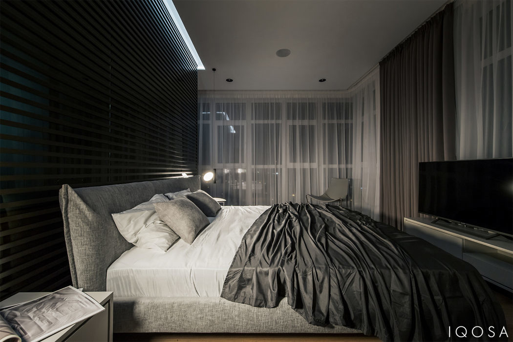 Modern dramatic and stylish apartment by iqosa d.signers